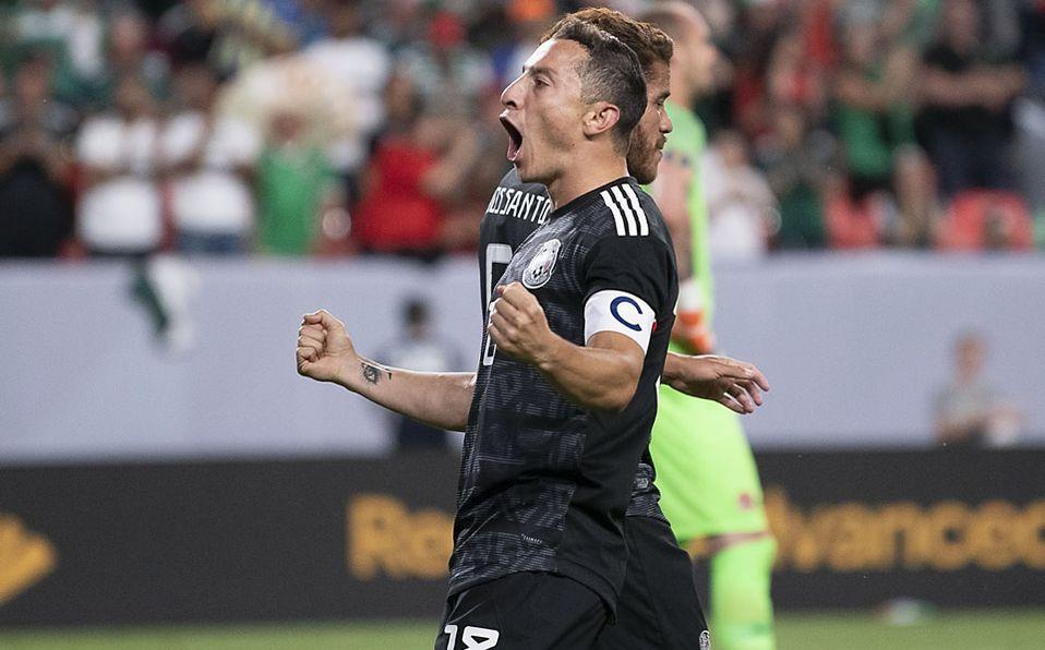 Guardado celebra uno de sus goles ante Cánada.