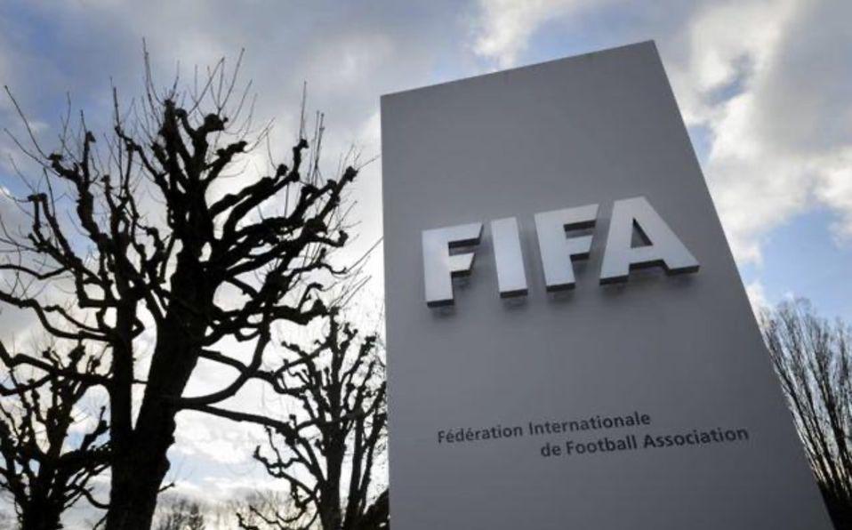 FIFA prueba futbol de 30 minutos cada tiempo, cambios ilimitados y saques de banda con el pie