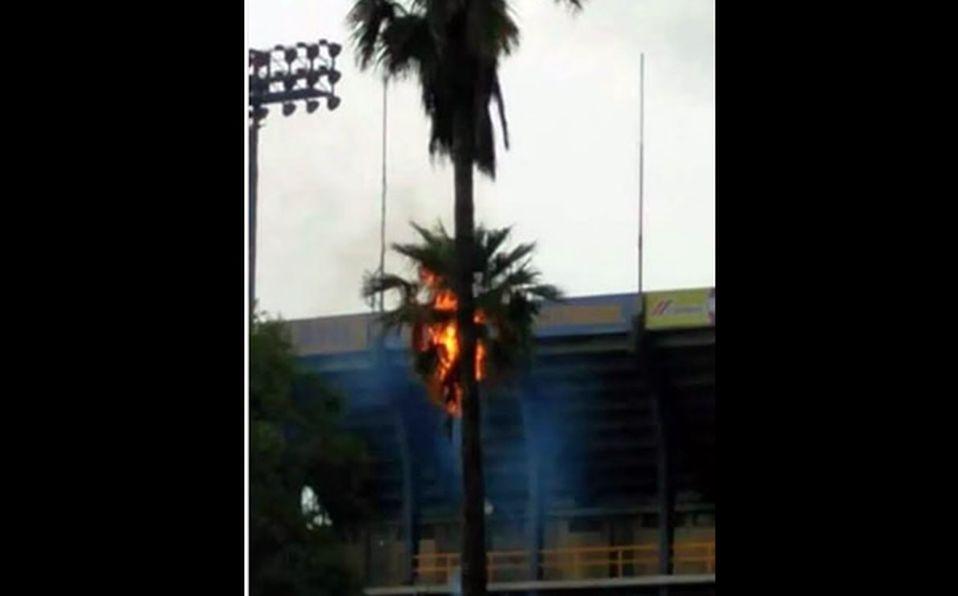 Al Final De La Palmera Calendario.Mal Y De Malas Palmera Se Incendio En El Volcan Mediotiempo