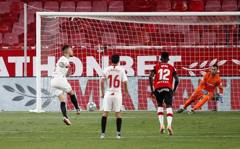 Lucas Ocampos del Sevilla, pateó un penal sin ver - Mediotiempo