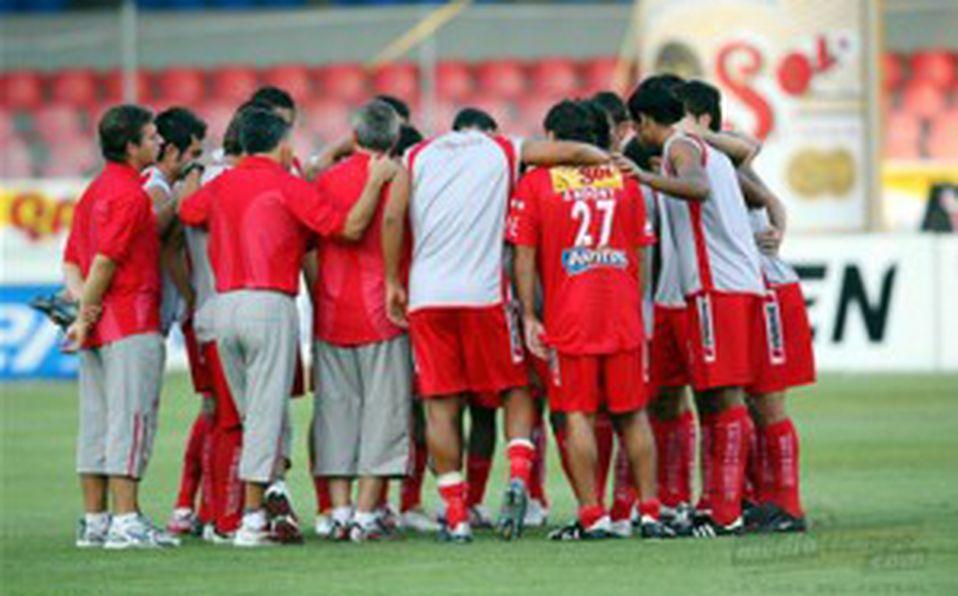 Exjugador de los Tiburones Rojos explota contra futbolistas de la Liga Mx por su posición ante la suspensión del ascenso