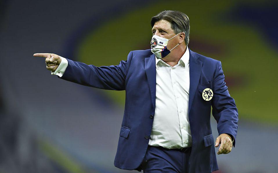 Miguel Herrera explota contra Antonio Carlos Santos y lo llama envidioso