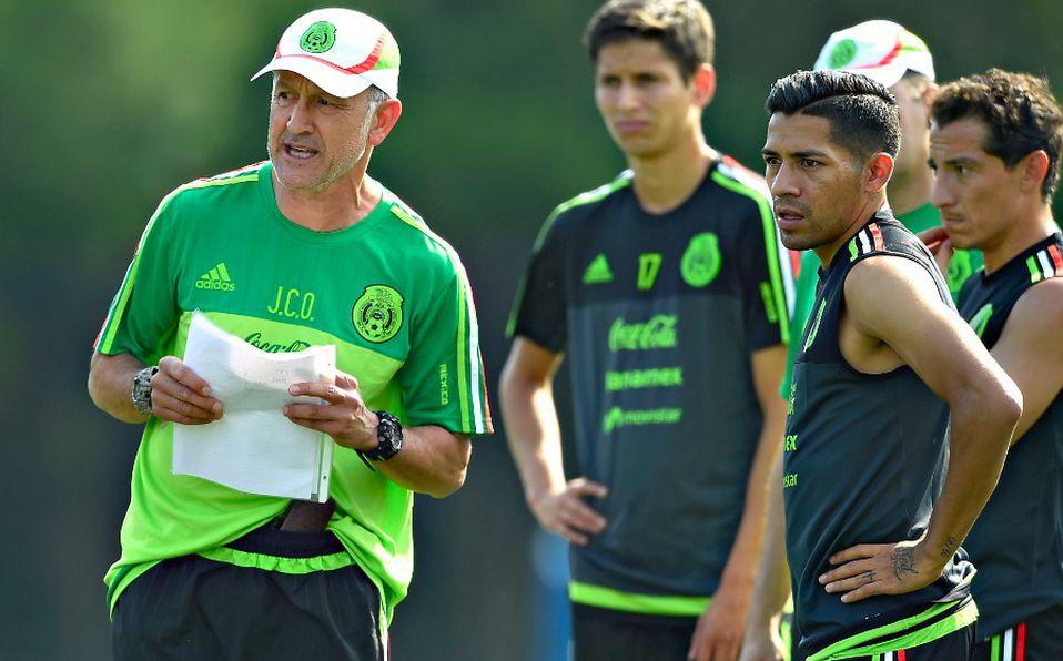 Javier Aquino critica a Osorio por su planteamiento ante Suecia y revela que el colombiano fue el responsable del bajón anímico en la Selección Mexicana