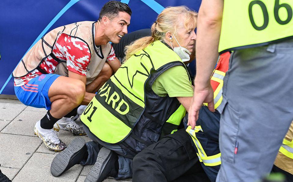 Cristiano rápidamente fue a ver el estado de salud del cuerpo de seguridad. (AFP)