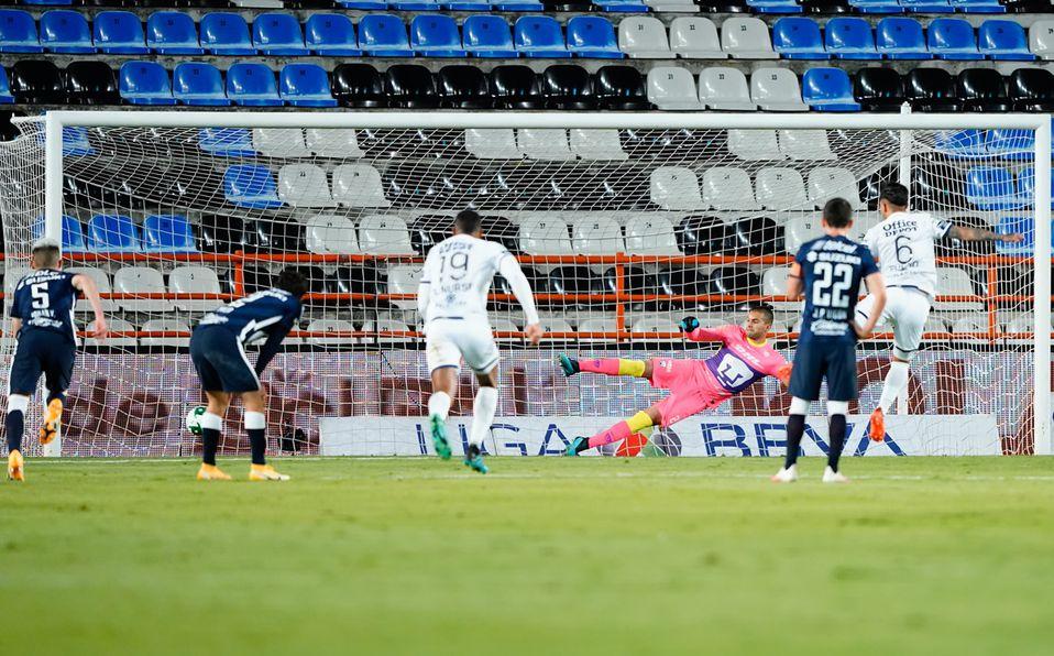 El Pocho Guzmán erró un penal que era el empate para Pachuca (Imago7)