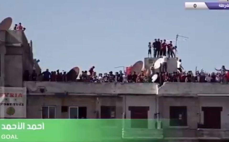 Liga de Siria reanudó a puerta cerrada; aficionados festejan en azotea