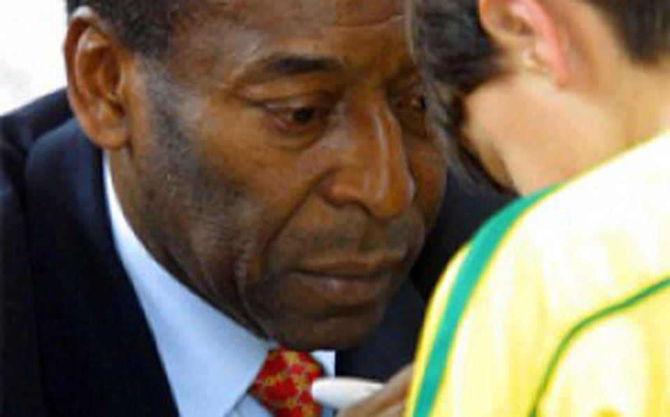 Ahora el Rey!...Pelé sufre desprendimiento de retina y es operado de  emergencia - Mediotiempo