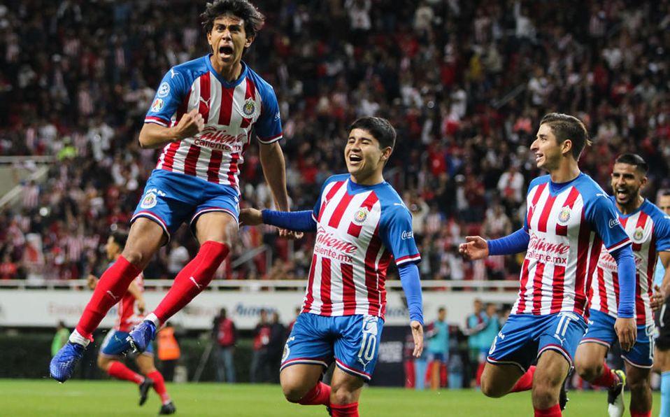 Chivas no ha recibido ofertas de Europa por José Juan Macías, Ricardo Peláez asegura que se debe a que las ligas aún no acaban
