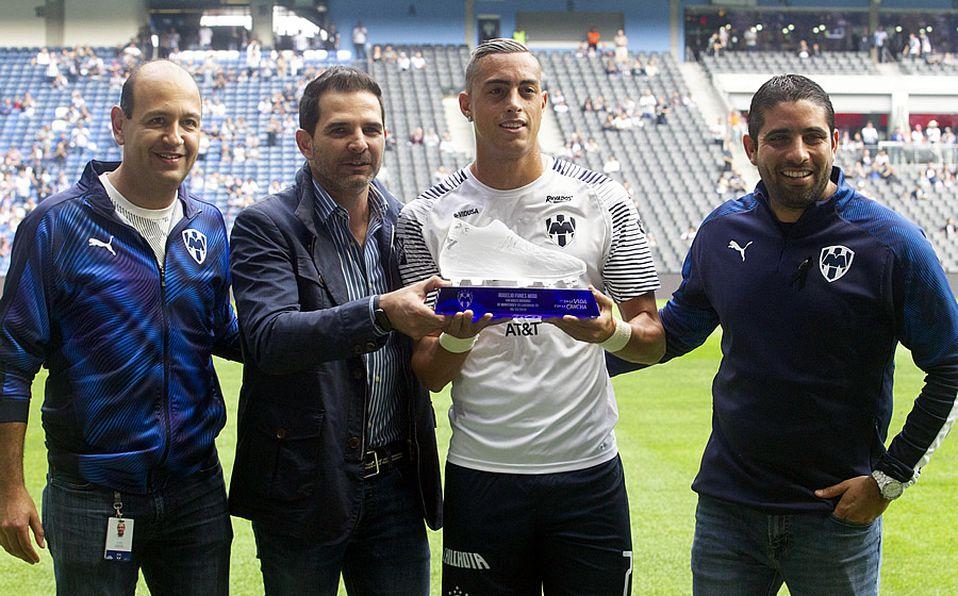 Reconocen a Rogelio Funes Mori por sus 100 goles con Rayados - Mediotiempo