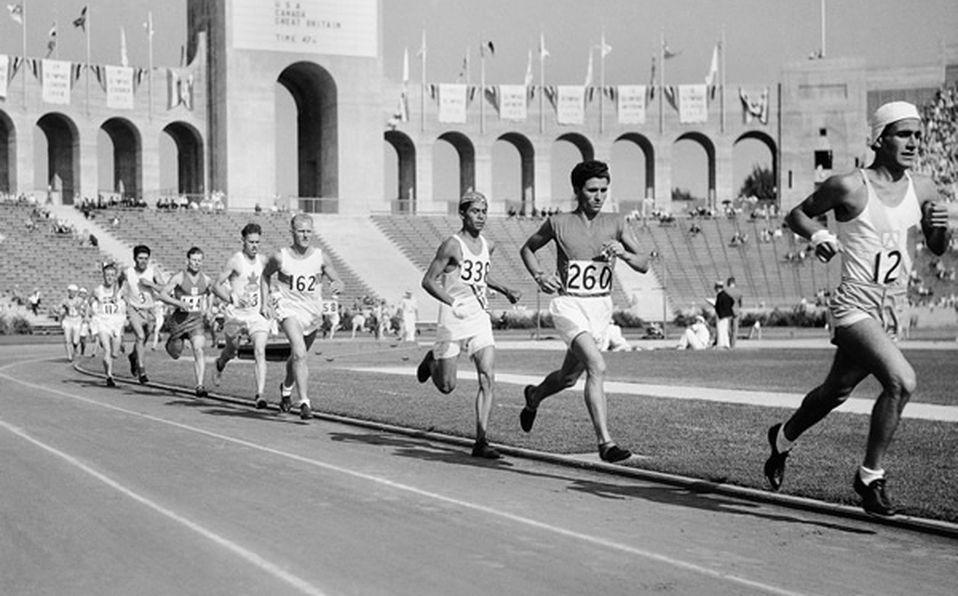 Subastan en Londres el trofeo del primer maratón olímpico - Mediotiempo