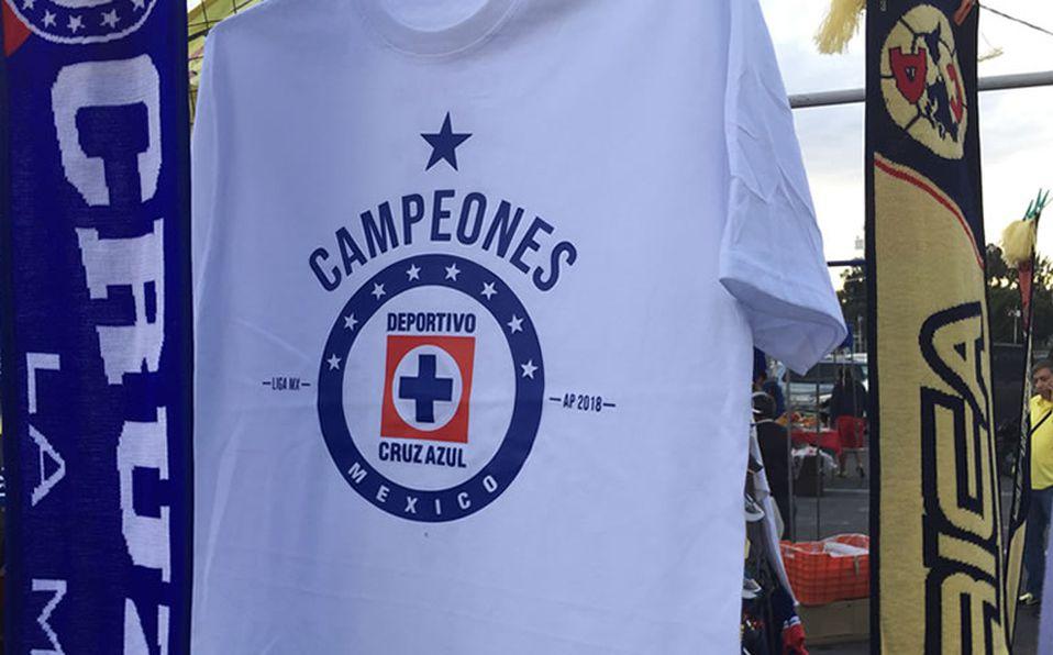 Comerciantes ya venden playeras de Campeón de Cruz Azul y América 9f3091c021da6