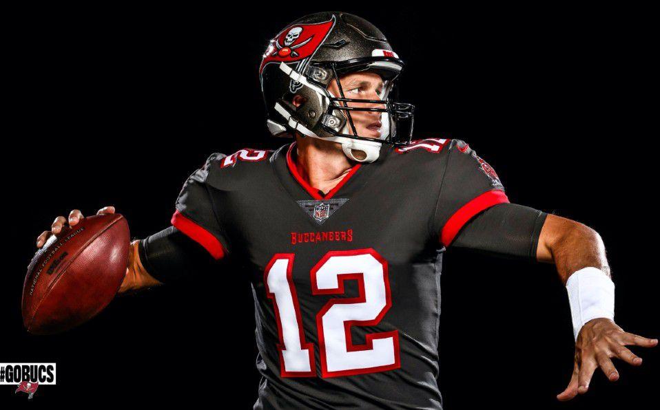 Tom Brady aparece por primera vez con uniforme de Tampa Bay ...
